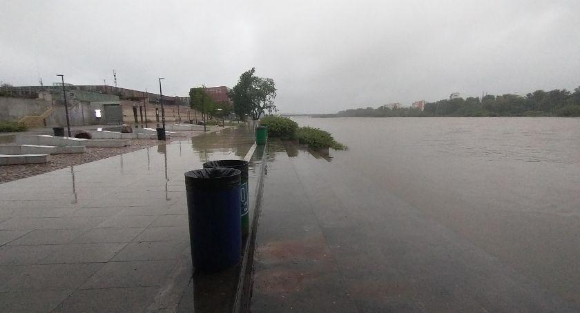 Skutki intensywnych opadów - zalana Warszawa